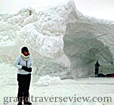 30 feet tall ice caves on lake michigan